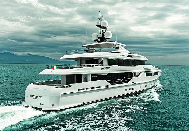 Entourage yacht cruising