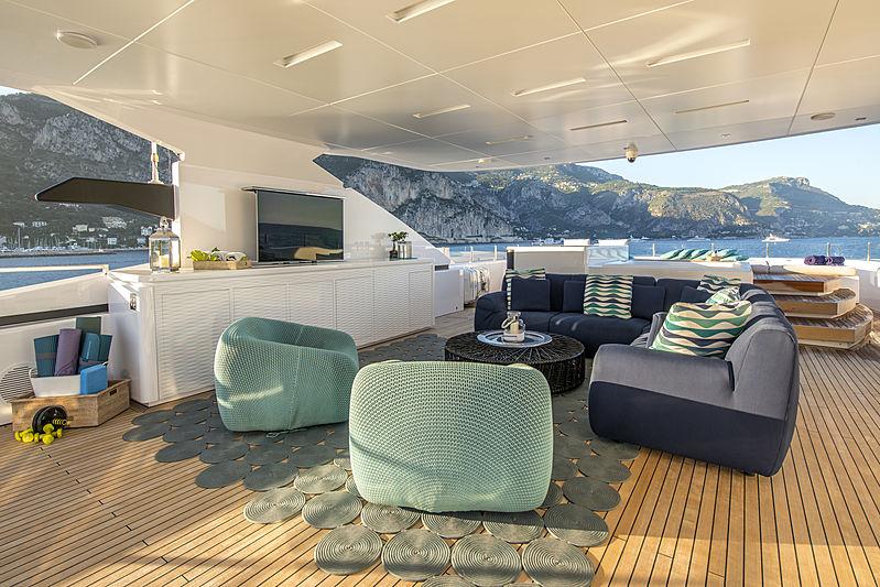 Entourage yacht sundeck