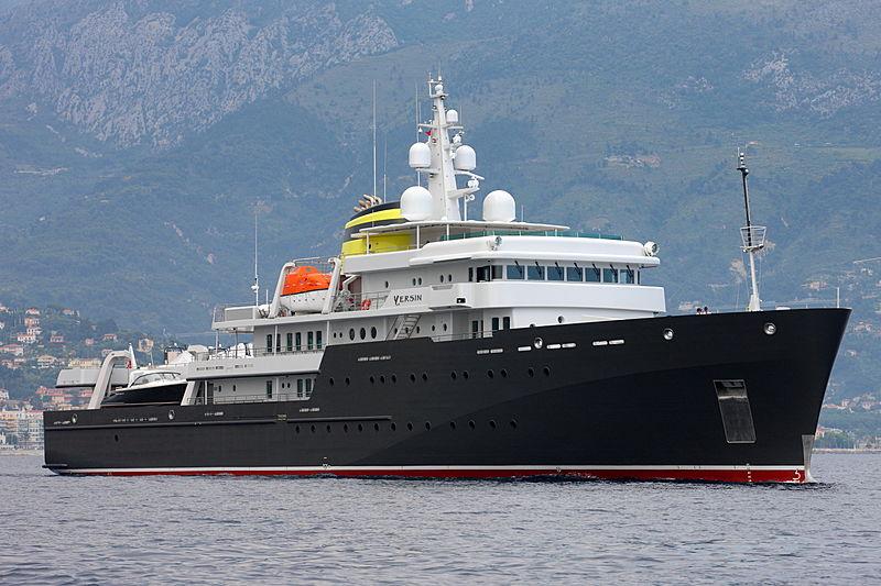 Yersin yacht anchored