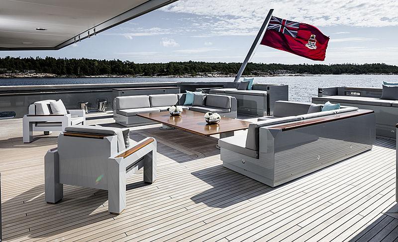Skat yacht main deck aft