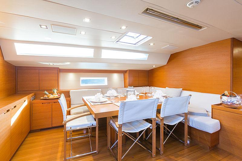 Blues yacht sailing dining