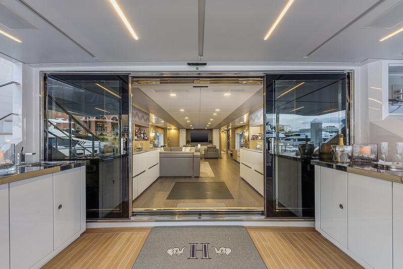 H yacht entrance