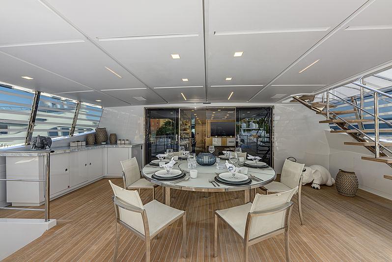 H yacht upper aft deck
