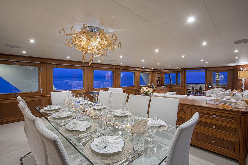 Berilda yacht dining