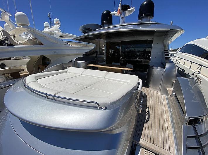 MM Yacht aft deck
