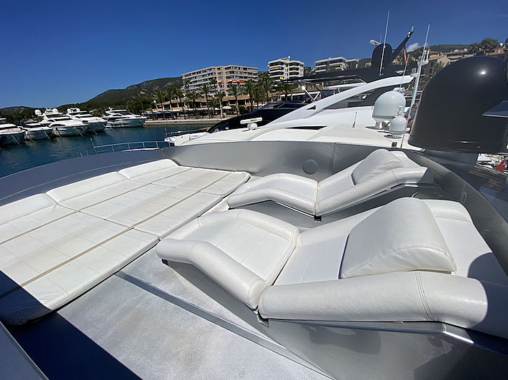 MM Yacht sun deck