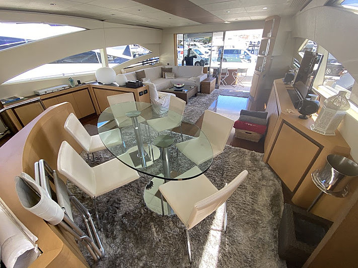 MM Yacht dining