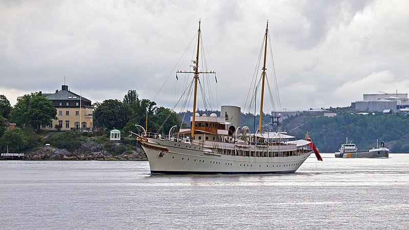 The classic yacht Nahlin arriving in Stockholm