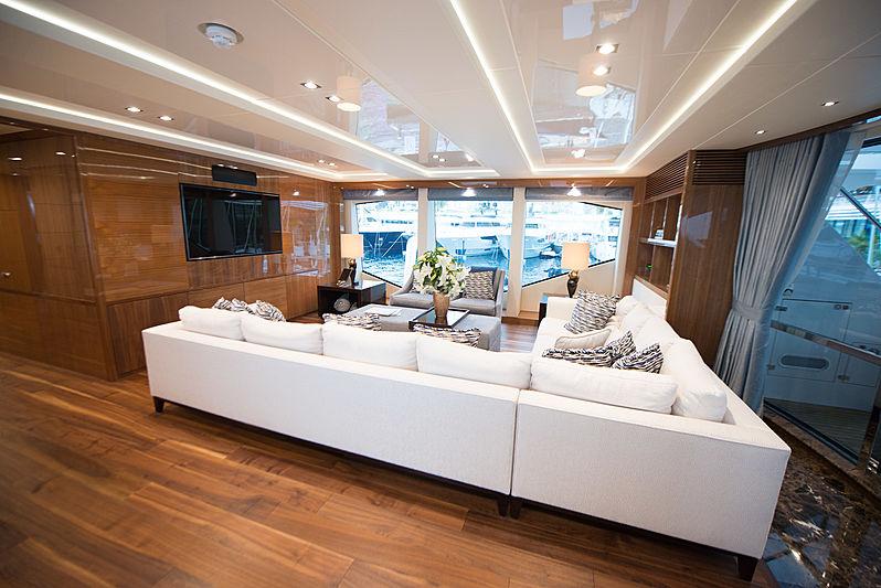 ZOZO yacht skylounge