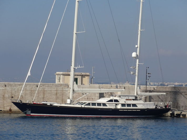 NAZENIN V yacht RMK