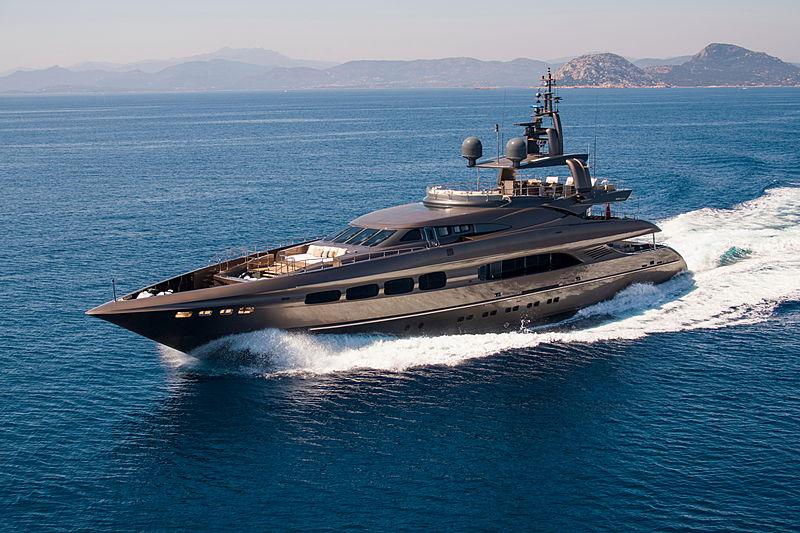 Auspicious yacht cruising