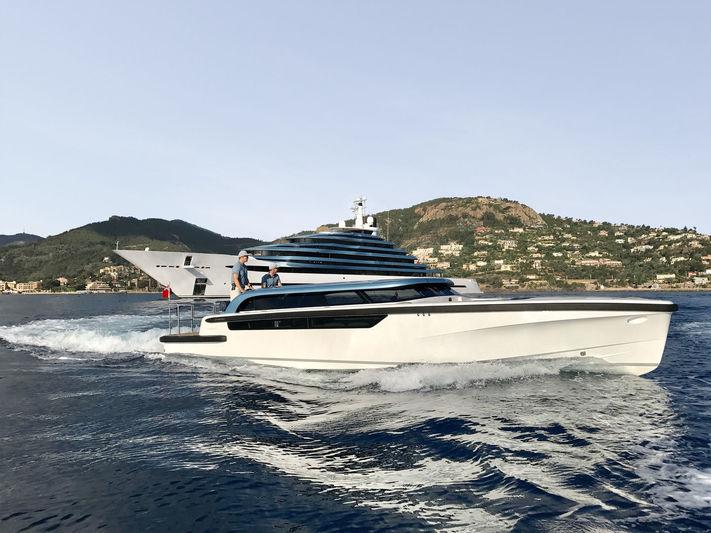 Jubilee 10.6m tender cruising