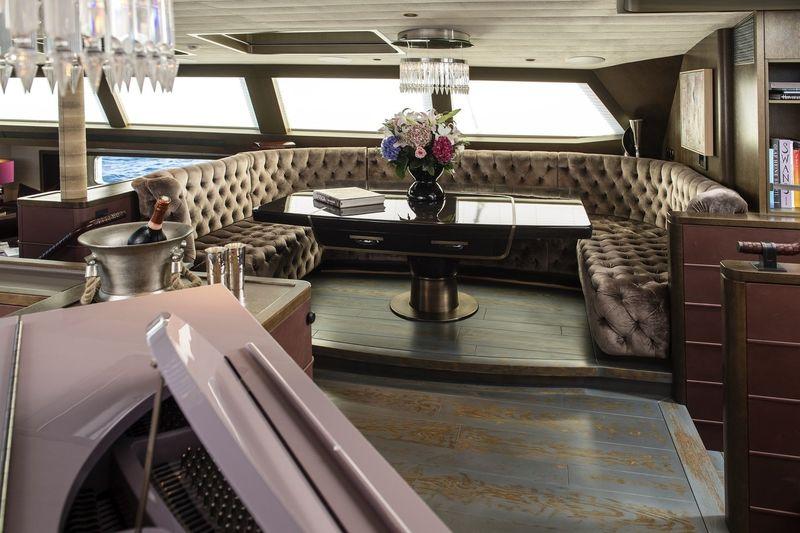 Pink Gin 54m Interior