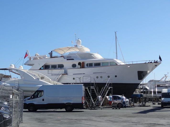 LA FAMILIA yacht Benetti