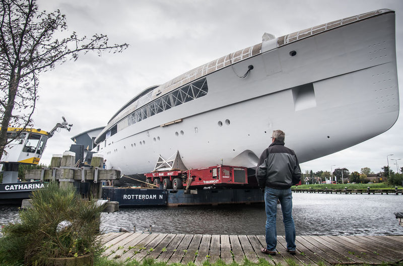 Hull transport of Feadship project 699