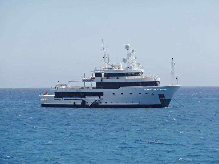 Tribu off Antibes