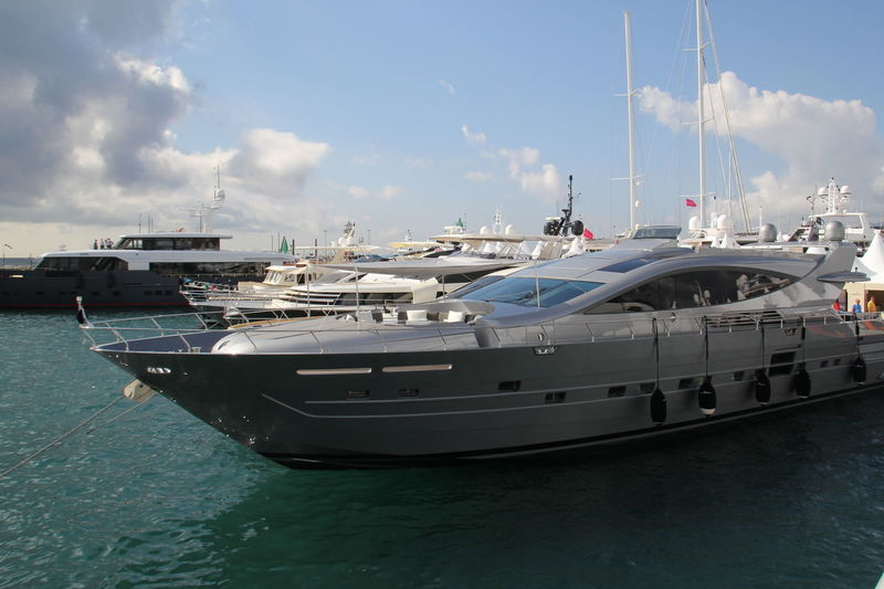 Muse in Cannes le Vieux Port