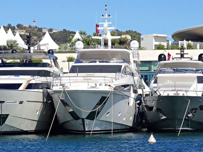 SAMA yacht Azimut