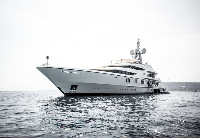 Anna anchored off Cannes