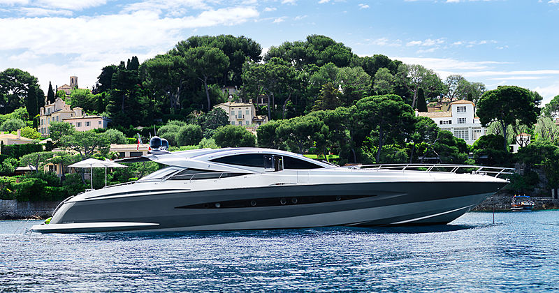 J & Li yacht cruising