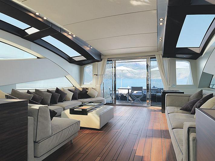 J & Li yacht saloon