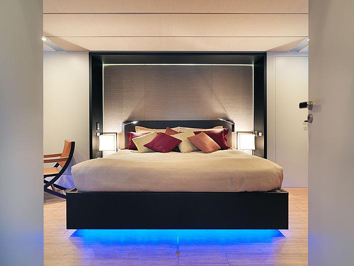 J & Li yacht stateroom