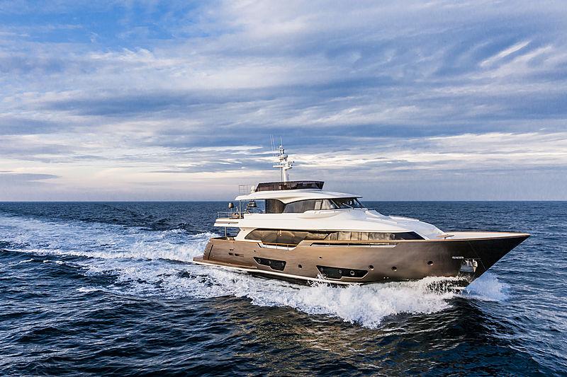YVONNE yacht Custom Line