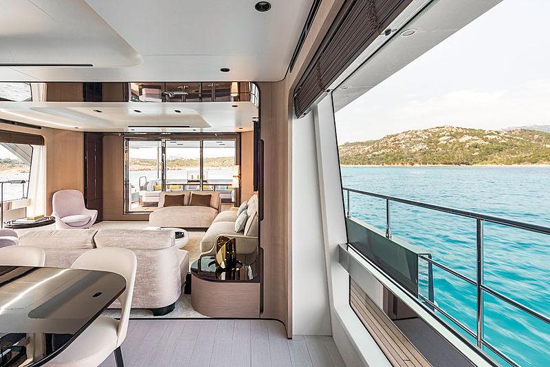 R.Darenben yacht saloon