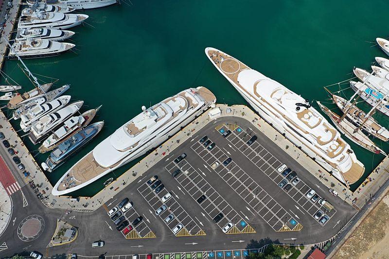 O'Pari and O'Ptasia yachts in Piraeus