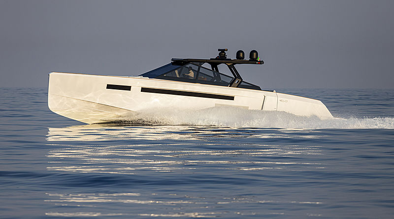 Evo R6 tender exterior