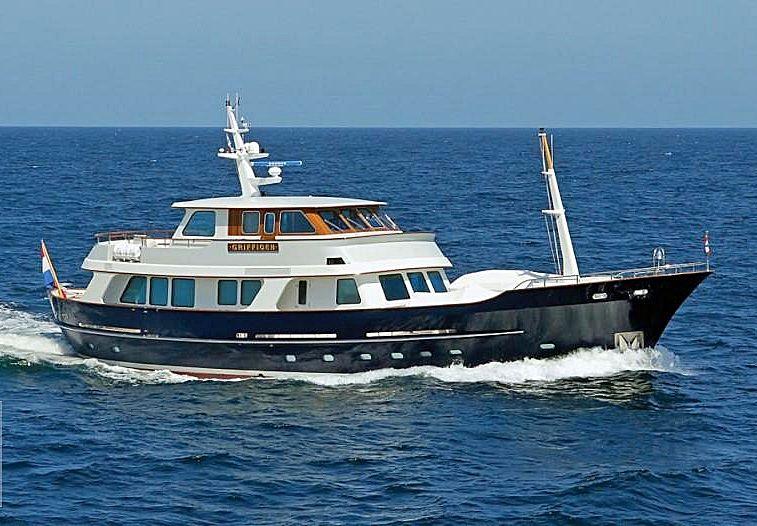Griffioen yacht running