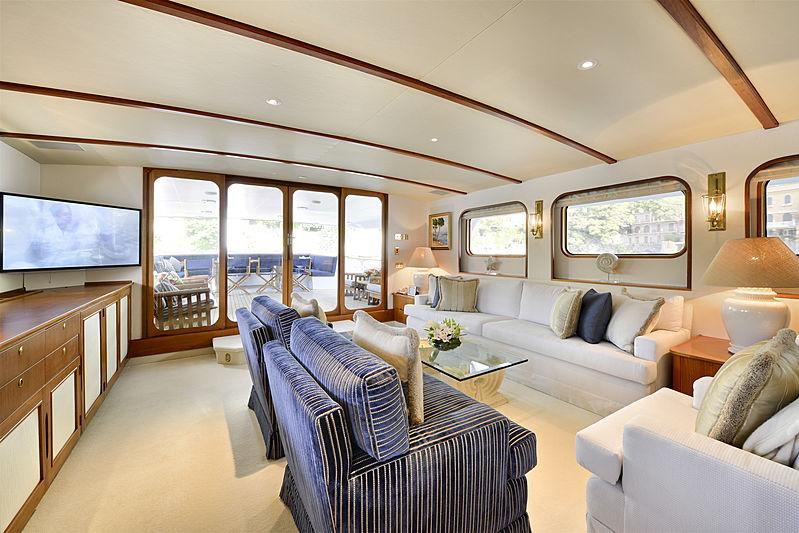 Atlantic Goose yacht main saloon