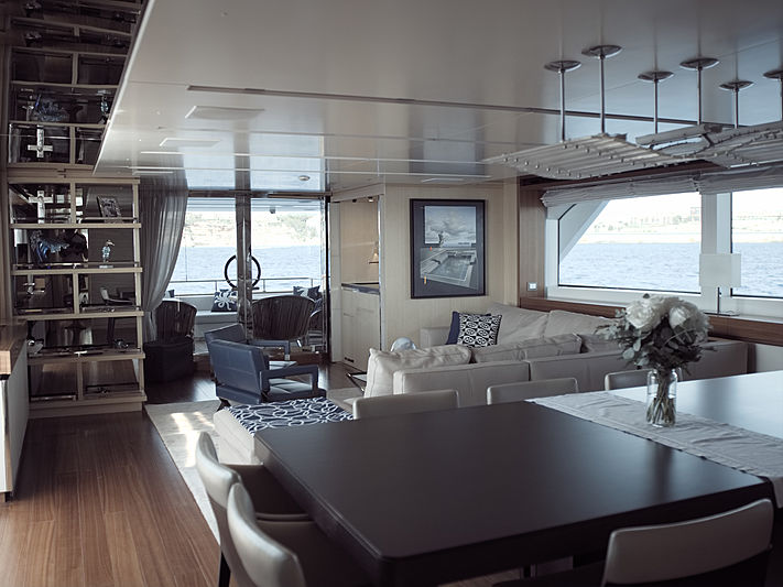Piacere yacht saloon