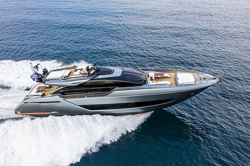 Riva 88 Folgore yacht cruising