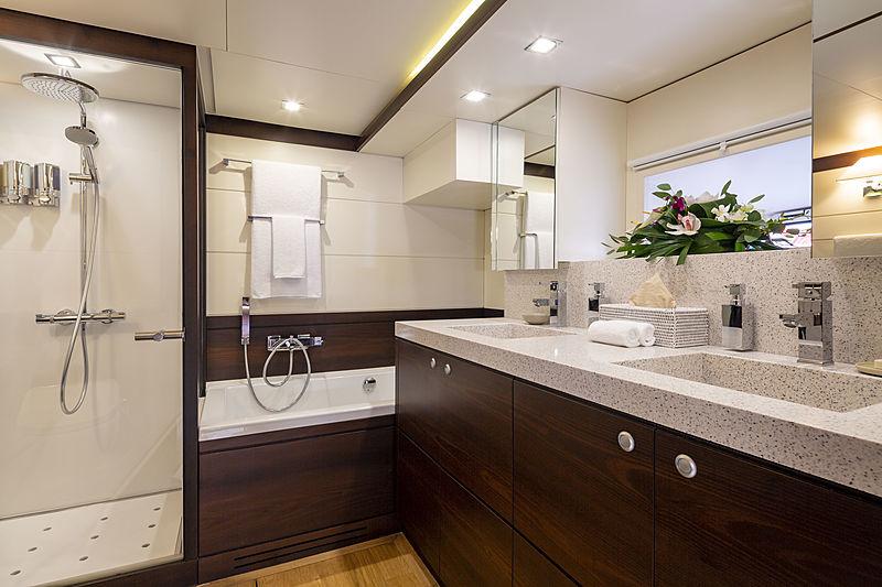 Radiance yacht bathroom