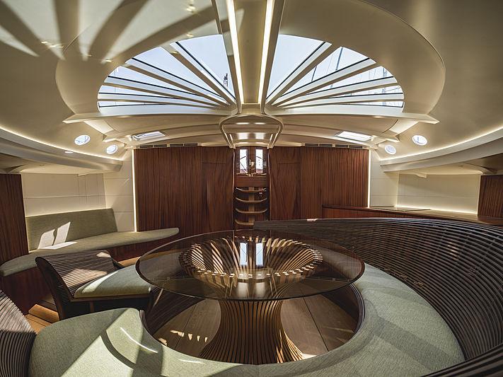 Geist yacht dining