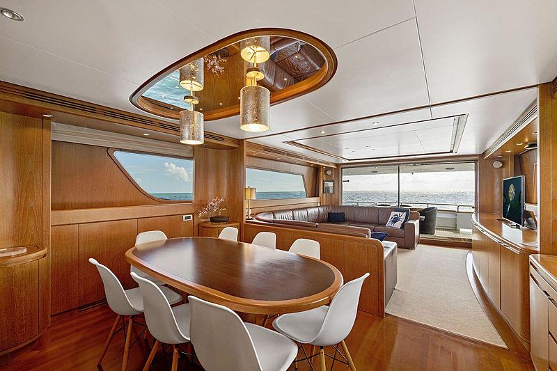 Jerico yacht dining