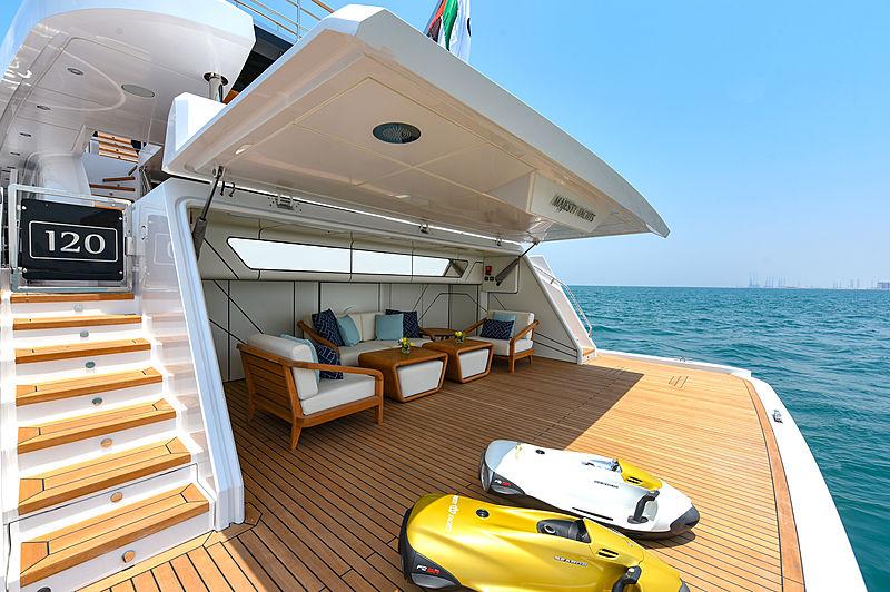 Majesty 120/01 yacht deck