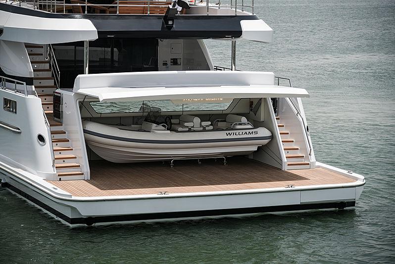 Majesty 120/01 yacht garage