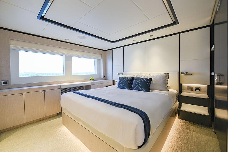 Majesty 120/01 yacht stateroom