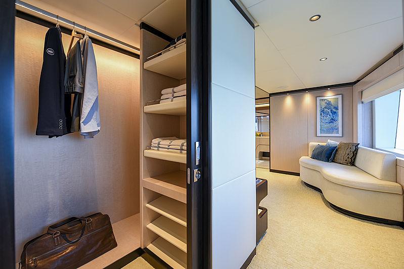 Majesty 120/01 yacht waredrobe
