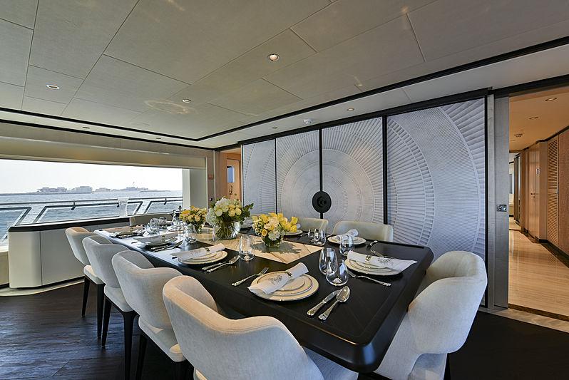 Majesty 120/01 yacht dining