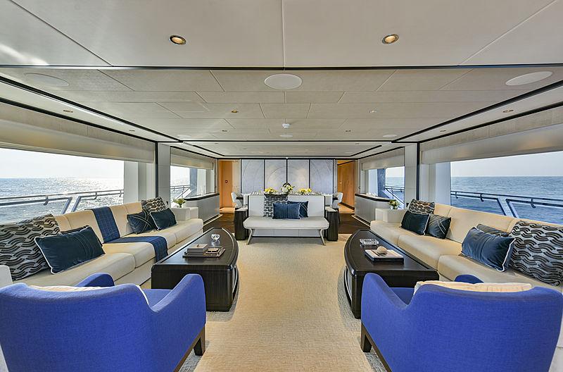 Majesty 120/01 yacht saloon