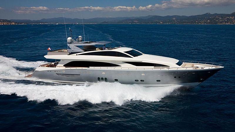 Nyota yacht running