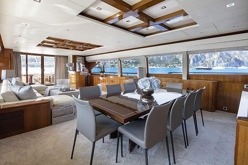Nyota yacht dining room