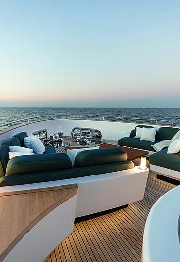 Azimut Grande Magellano 25/01 yacht deck