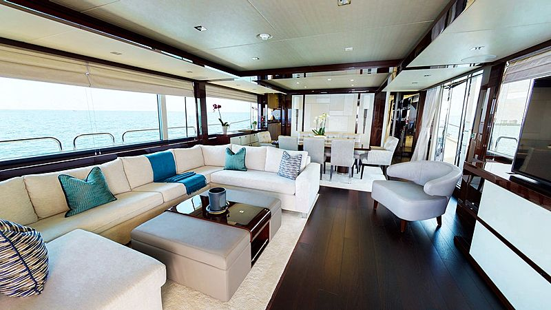 Pura Vida CR yacht interior