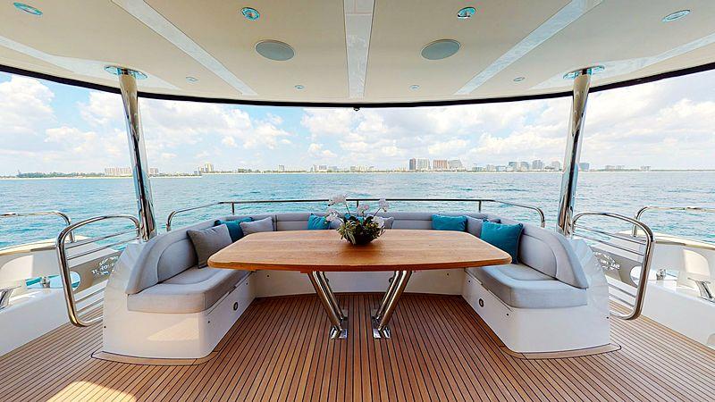 Pura Vida CR yacht aft deck