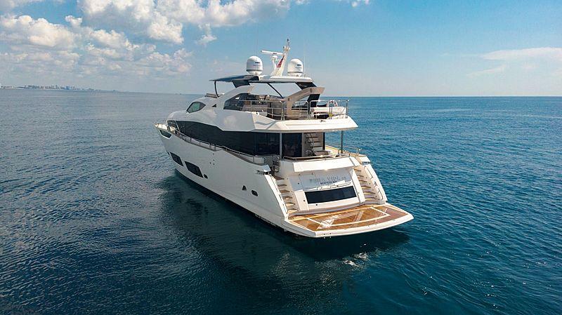 Pura Vida CR yacht anchored