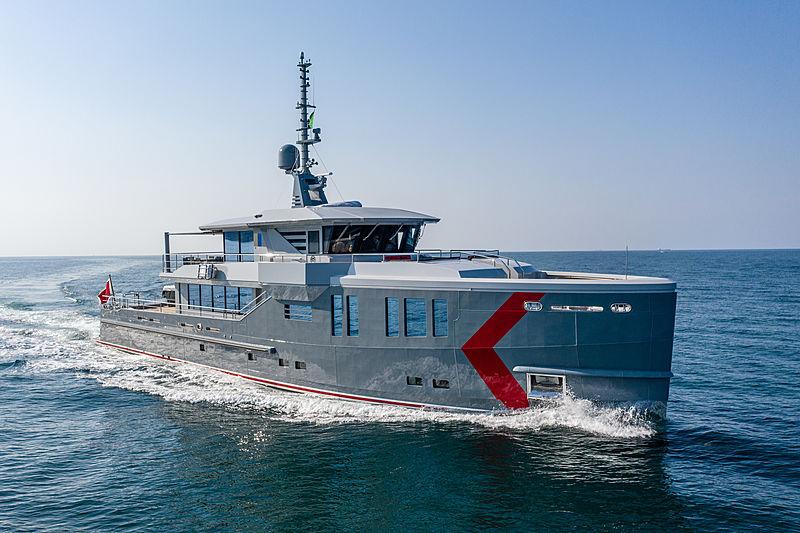 K-584 yacht cruising